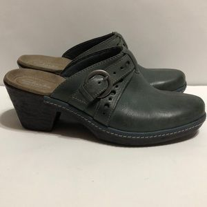 Clarks Bendables Gray Blue Leather Clogs / Mules